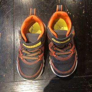 SKECHERS/Boy's/Size 8/ Gray & Orange Sneskers